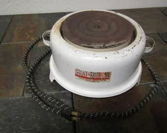 vintage HEAT-RITE JR. hot plate, heater, 660 watt /  Lasko Metal Products, West Chester, Pa .* works.