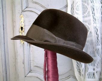 French vintage chocolate brown men's fedora. Fléchet manufacture. Unisex bohemian chic fedora. Chocolate brown mens fedora
