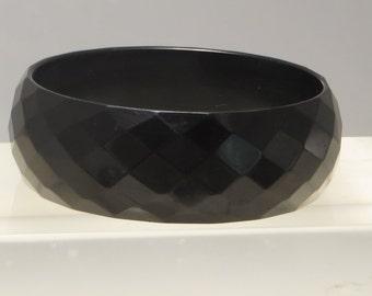 Really nice vintage chunky faceted carved jet black bakelite bangle bracelet