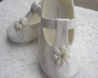 Ivory Christening Baby Shoes, Wedding, Flower Girl or Special Occasion Baby Girl Shoes. Silk dupion Baby Shoes.