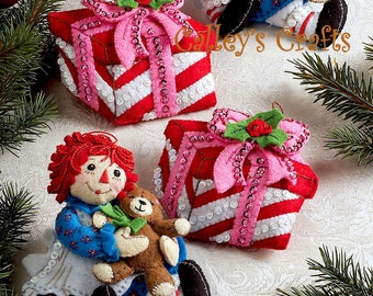 Bucilla Christmas Morning Raggedy Ann ~ 6 Pce. Felt Ornament Kit #86244, Heart DIY