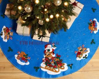"""Bucilla Santa And His Sleigh ~ 43"""" Felt Christmas Tree Skirt Kit #86362 Teddy DIY"""