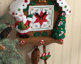 Bucilla Christmas Time Clock ~ Felt Wall Hanging Kit #86169 Santa, Penguin 2009 DIY