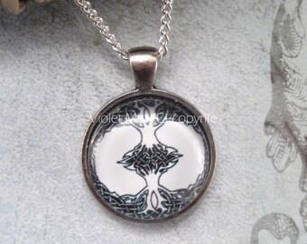 Black & White Celtic Tree of Life Glass Cabochon Pendant/Necklace Gothic/Halloween UK