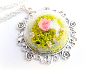 Natural plant necklace under glass