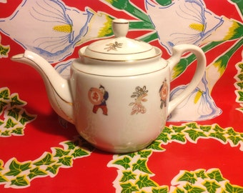Vintage Chinese hand decorated ceramic teapot- Taiwan