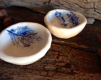 Botanical Ceramic Pinch Pots - Set of 2 in white with Cobalt Blue Botanical Detail