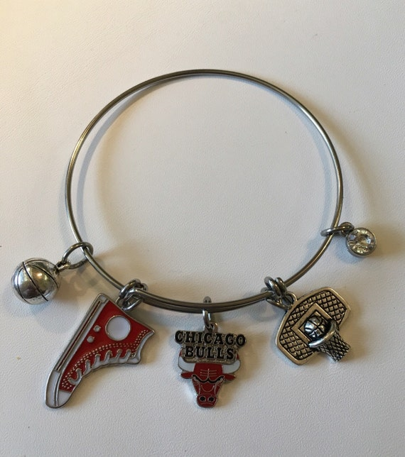handmade jewelry chicago handcrafted nba chicago bulls charm bracelet by the2randies 199