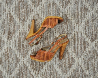 70s wood stiletto sandals / 1970s caramel leather sandals / slingback platform sandals 6