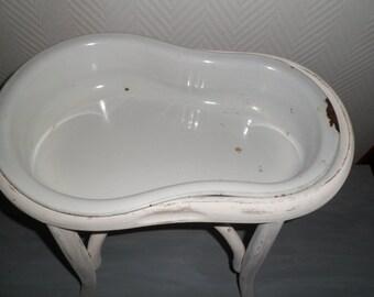 Former White enamelled bidet on its feet wood, bidet, chamber pot, planter, bench bathroom