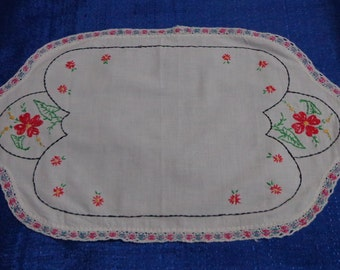 Vintage Embroidered Table Topper,Embroidered Table Decor,Doilie