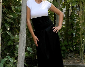 Black Maxi Skirt / High Waist Long Skirt / Loose Skirt by JMSTYLE