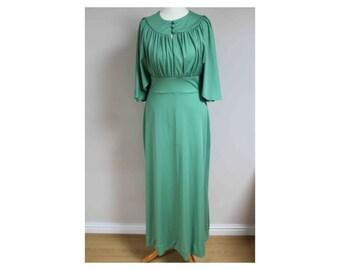 1970s maxi dress pea green dress 70s dress size 8 size 10 dress green dress maxi dress batwing dress boho disco dress 1970s dress green maxi