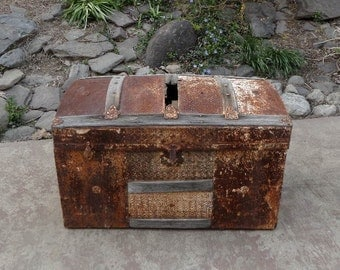 Vintage Steamer Trunk / Dome Top Trunk / Humpback Trunk / Industrial Chic / Steampunk / Storage Trunk / Restoration Project