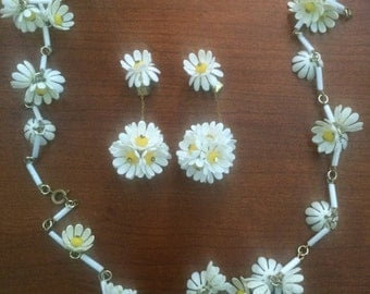 1960s MOD Daisy Necklace & Earrings West Germany