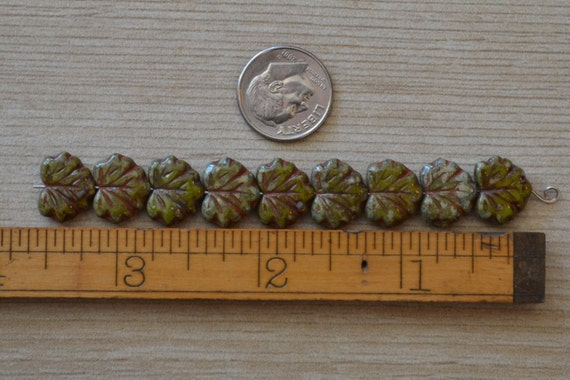 Green czech picasso carved maple leaf beads mm