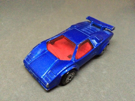 vintage lamborghini countach hot wheels diecast blue red. Black Bedroom Furniture Sets. Home Design Ideas