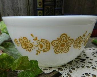 Vintage Retro Butterfly Gold 1 1/2 Quart Pyrex Mixing Bowl