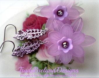 Lucite Earrings, Handmade Earrings, Lavender Earrings, Lilac Earrings, Pale Purple Earrings, Springtime Earrings, Light Purple Earrings Gift