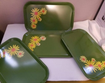 Set of 4 Green TV trays with yellow daisies