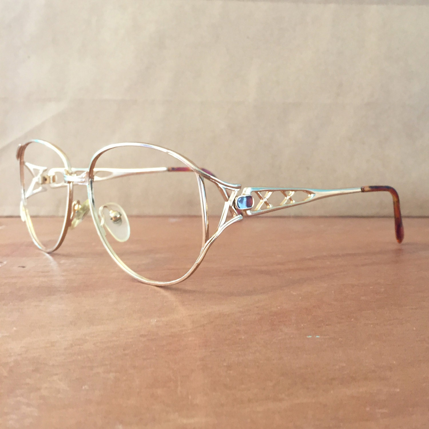 Wire Frame metal Vintage Eyeglasses / Eyewear / gold