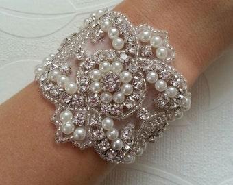 Luxury vintage style crystal and pearl bracelet/cuff, bride cuff, ivory pearl bracelet wedding cuff bridesmaid bracelet bride bracelet cuff