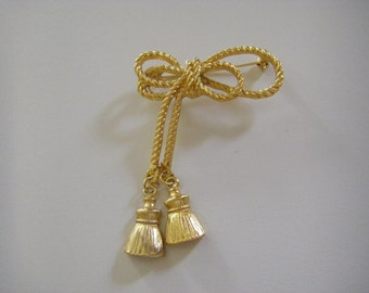 Vintage classic bows and tassels gold tone pin