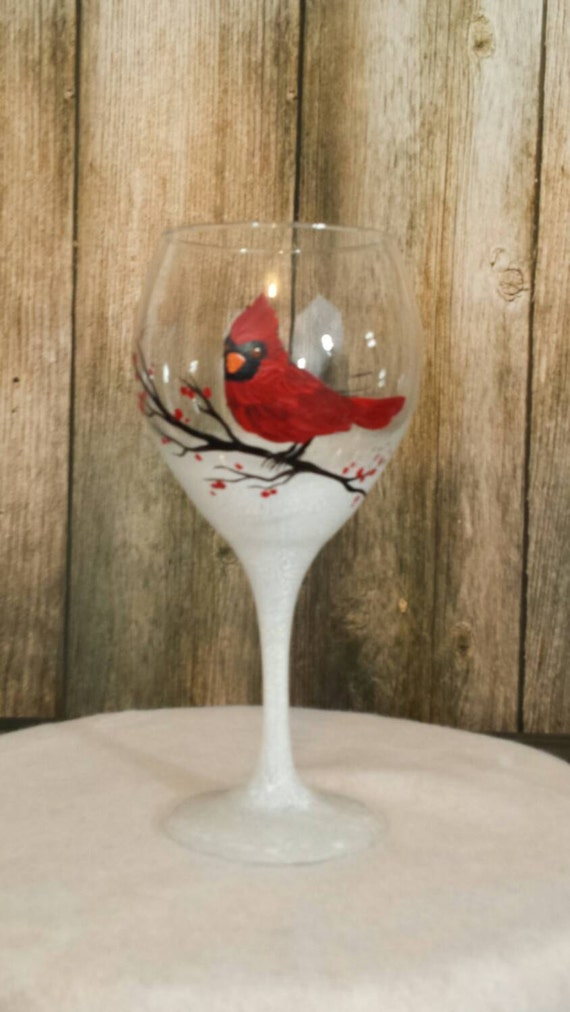 Hand painted christmas wine glass cardinal wine glass for Hand painted wine glass christmas designs