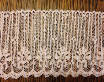 13 yds Pink Ruched Lace