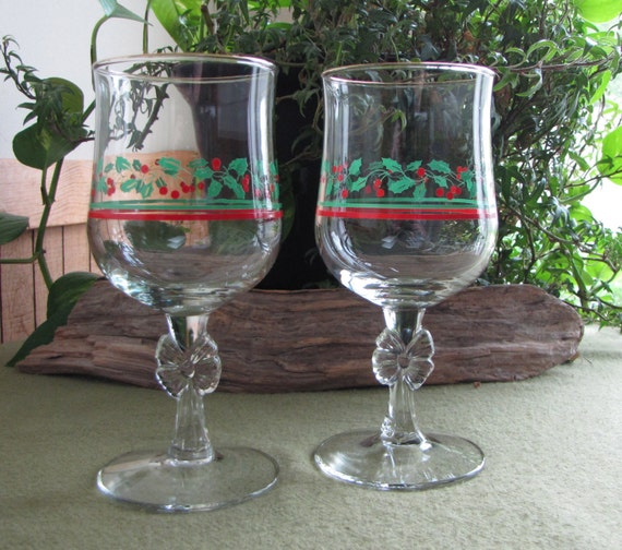 Items similar to christmas wineglasses arby 39 s holly and for Holiday stemware