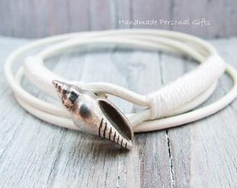 Bracelet leather, shell, white