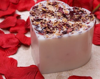 Handmade Heart Shape Scented Soy Candle With Rose Petals D 7.5 H 5 cm