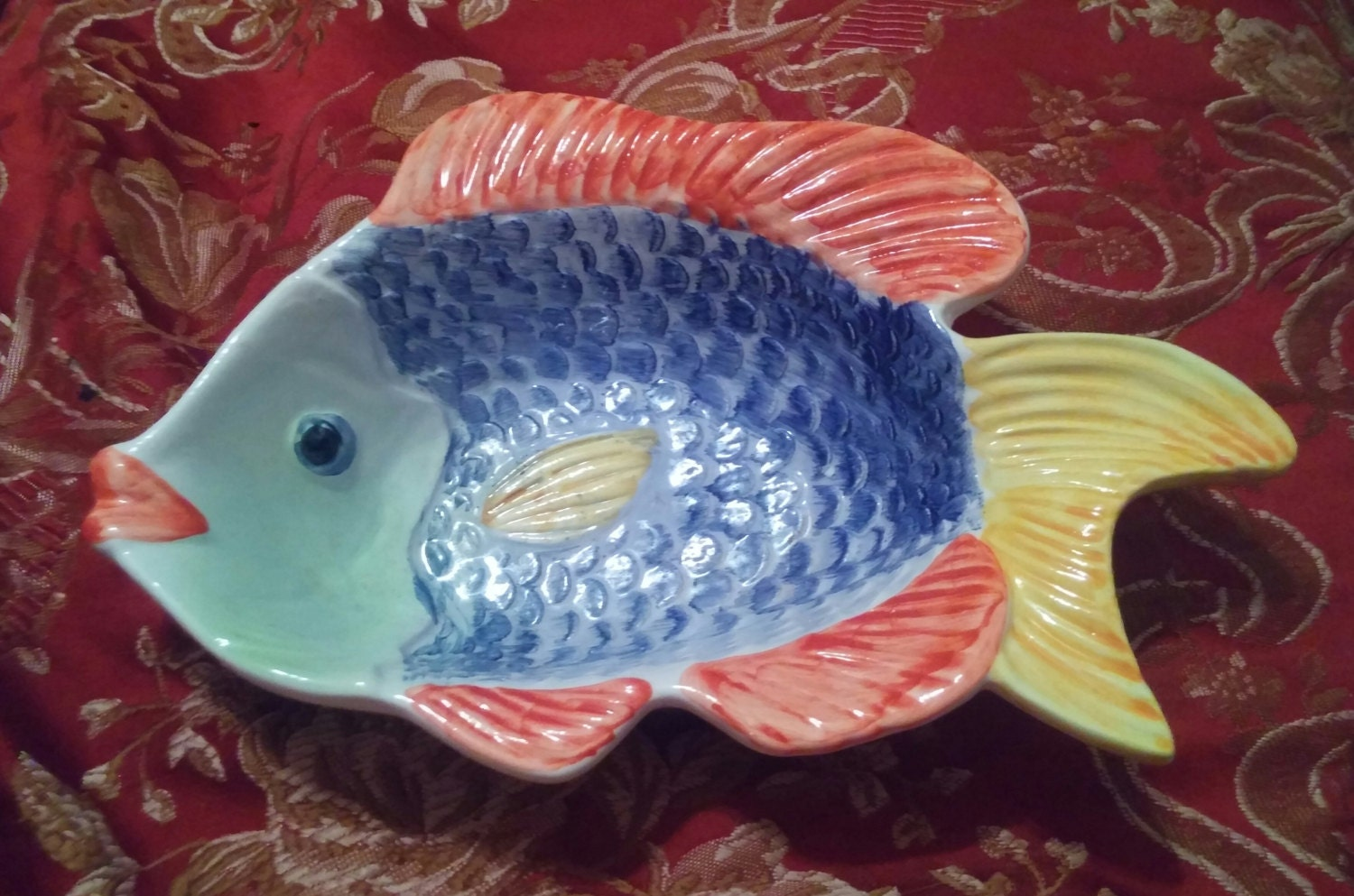 Amusing ceramic textured fish shaped bowl made in portugal for Fish shaped bowl