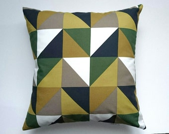 Cushion 40 x 40 patterned geometric triangles camouflage black/beige/khaki