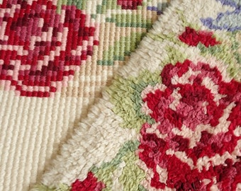 "Very pretty hand-worked vintage floral design wool rug~52"" x 27""~Georgeous finishing touch for a charming vintage-chic home"