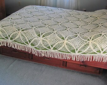 1960 Vintage Chenille Full / Queen Bedspread Wedding Ring Design Green and White, Vintage Chenille Blanket