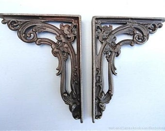 A pair of Victorian style cast iron foliage brackets FB1