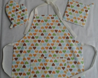 BEE Ready to Cook, homemade apron set for ages 2 to 5 yrs and includes a pocket and quilted play oven mitt and hot pad.  Ready to ship.