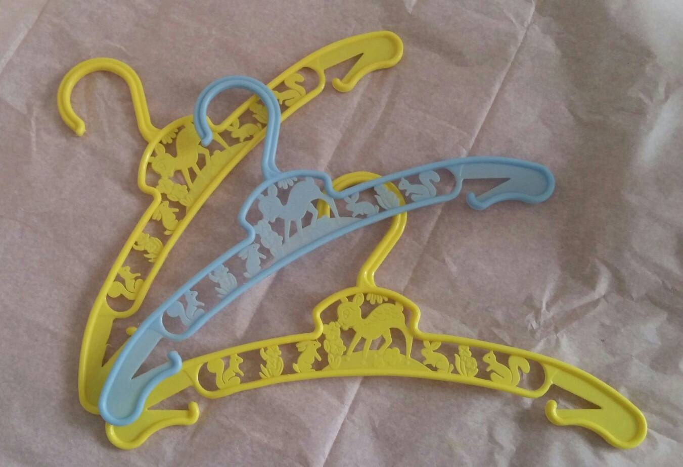 Vintage kitsch plastic hangers x3 for baby clothes or doll