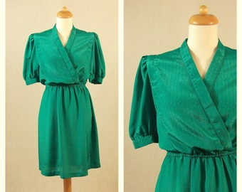 70s 80s vintage shirtwaist green dress. Short sleeve dress. Size M.