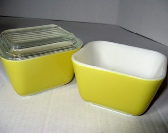 PYREX  2 vintage Bright Yellow  REFRIGERATOR storage Containers, one with lid,  1 1/2 CUP, Nice condition, Vintage Pyrex