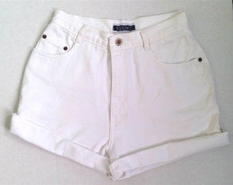 NUOVO White Highwaist Shorts sz 6/8