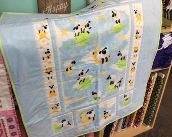 CLEARANCE Counting Sheep Crib Quilt