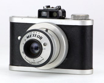 Vintage Atomic Age 1940's Universal Meteor 620 Camera Home Décor Collectable