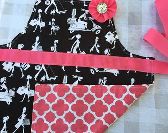Apron set for girl and doll, Shopping girl apron, gifts for girls, matching girl and american girl doll, pink and black apron set, girl gift