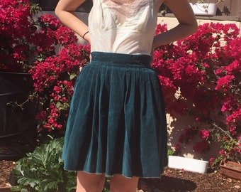 True vintage 90s clueless ribbed codorouy green flowy skirt