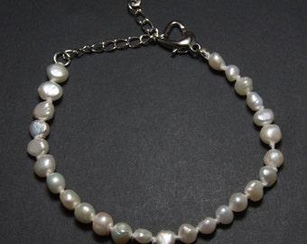 Bracelet, currently, Ø5-6mm genuine freshwater pearls, silver tone