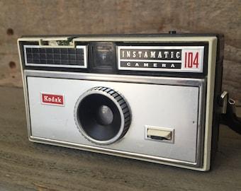 Vtg Kodak Instamatic 104 Camera