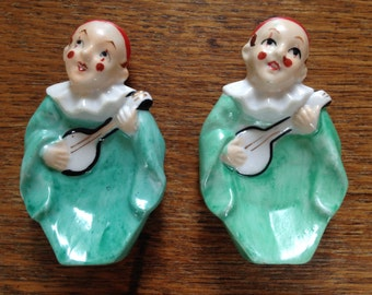 Darling set of 2 clown/harlequin figurines playing musical instruments