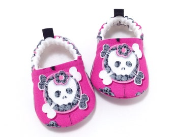Skull and Crossbones Baby Shoes, Toddler slippers, Soft Sole Baby Shoes, Baby Booties, Baby Shower Gift